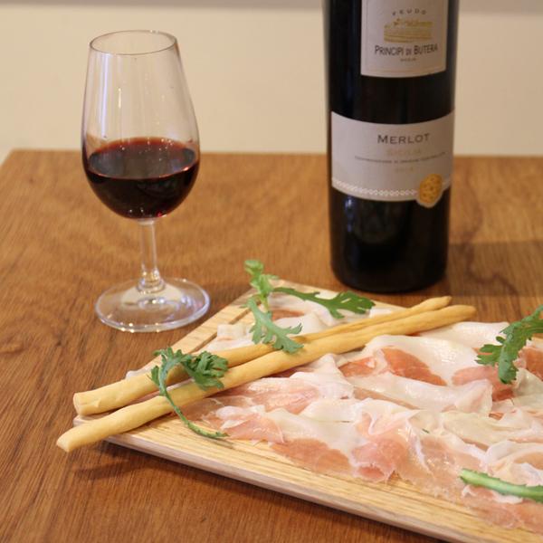 所沢市の新所沢のワインのペアリングとこだわりの食材のイタリアンレストランの塾生の生ハムとベアリングの画像