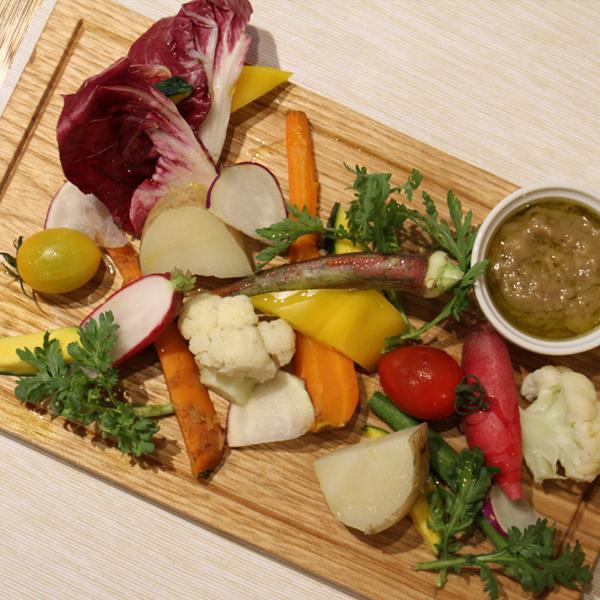 所沢市の新所沢のワインのペアリングとこだわりの食材のイタリアンレストランの無農薬野菜のバーニャカウダの画像